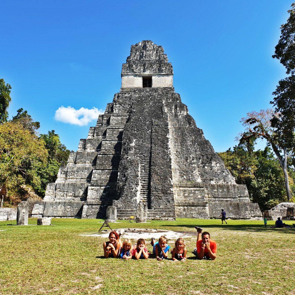 guatema tikal gyerekek